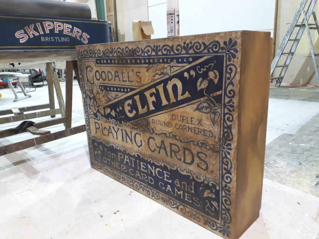 The Borrowers – A giant playing cards' box large prop