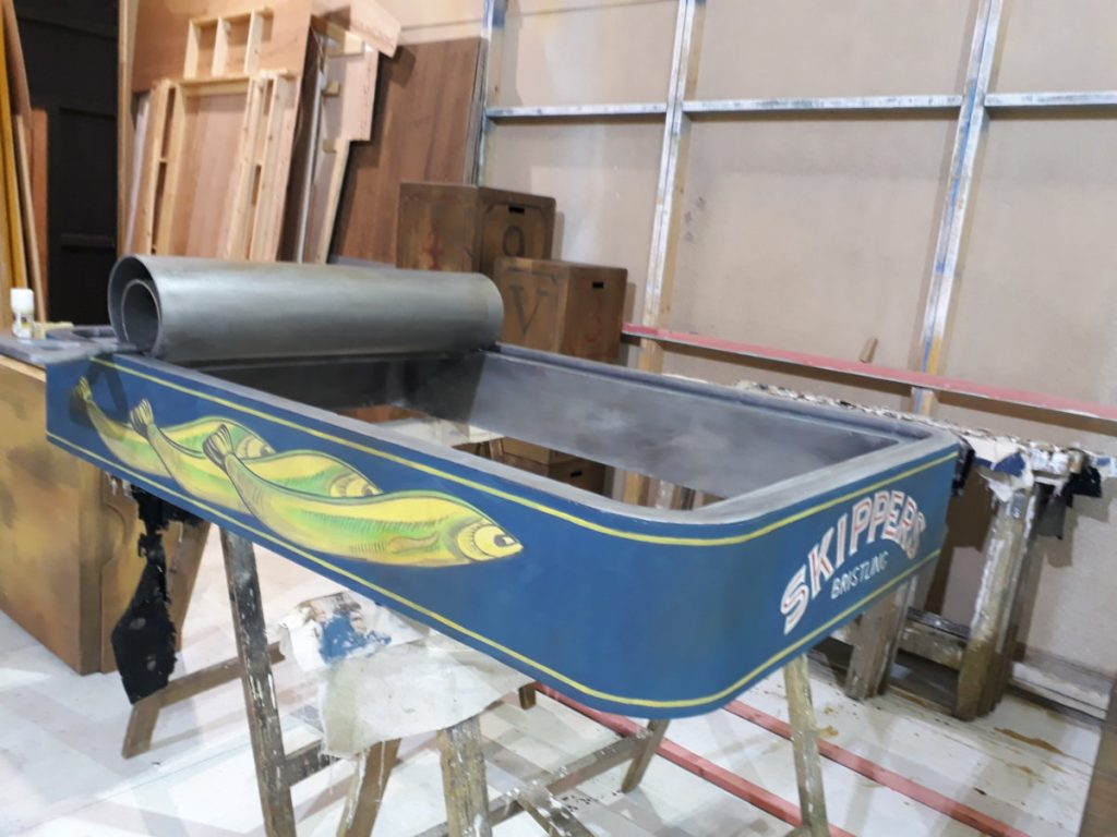 """The Borrowers – A giant sardine tin """"boat""""! large prop"""