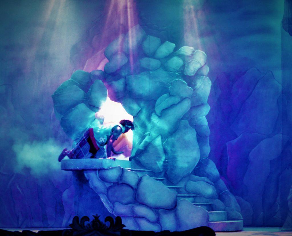 DSH Aladdin set 2 pantomime Cave Entrance