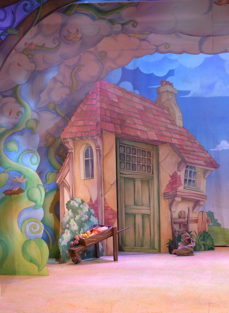 DSH Jack and the Beanstalk set 3 pantomime Dame Trott's cottage detail