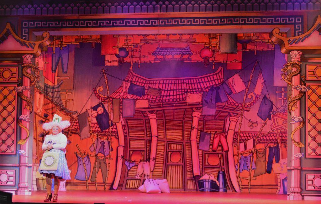 DSH Aladdin set 2 pantomime Widow Twankeys Laundry
