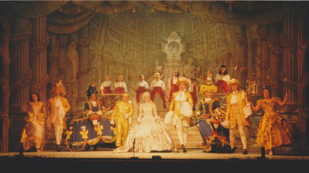 DSH Cinderella set 1 Palace Ballroom Walkdown