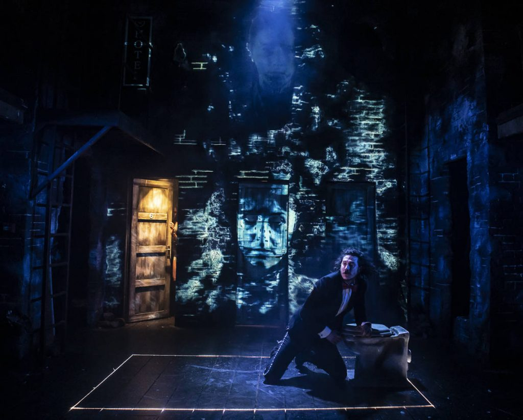 Macbeth - National tour for the Watermill theatre designed by Katie Lias build by DSH