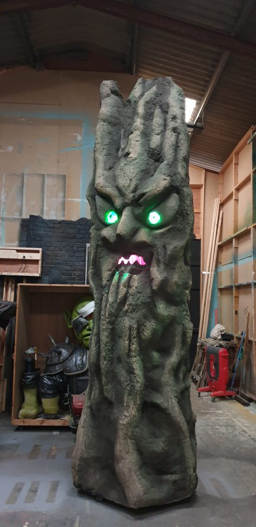 DSH Props and effect. Talking tree with illuminated eyes and moving mouth.