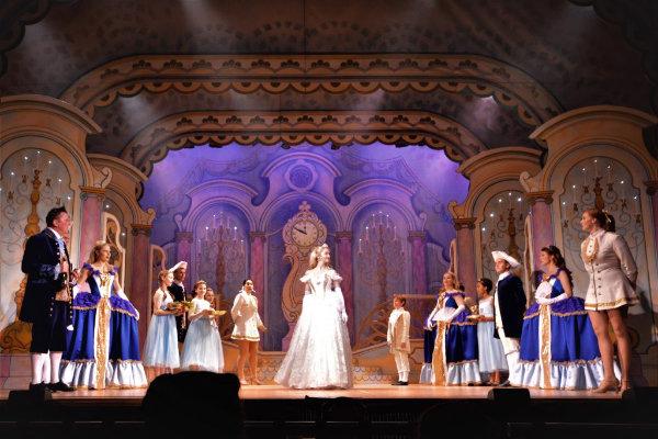 DSH Cinderella pantomime set 2 walkdown scene