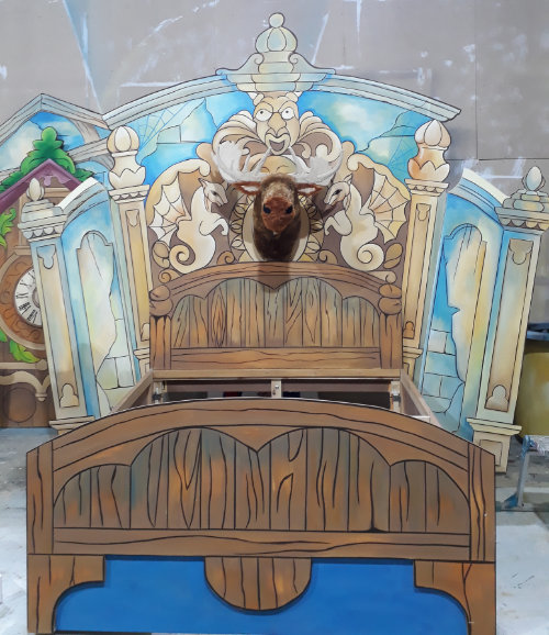 DSH props and effects. Aladdin haunted bedroom with comedy moose puppet.